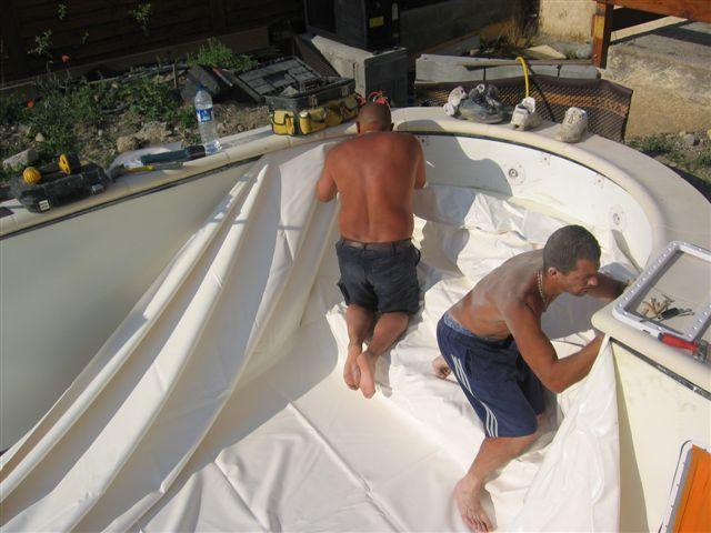 Piscine baratier la pose du feutre et du liner for Pose de liner pour piscine