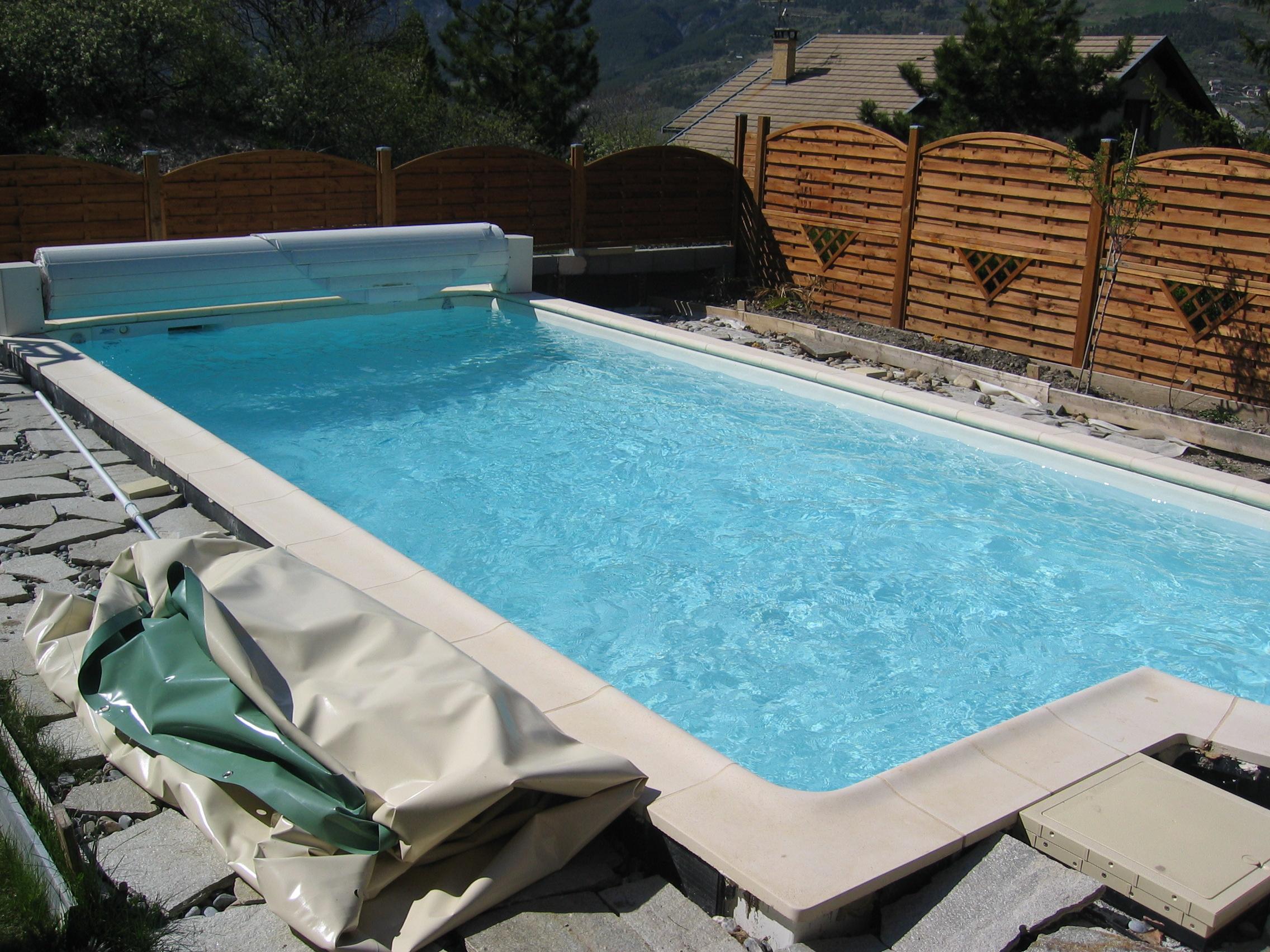 Volet roulant piscine hiver for Volet piscine desjoyaux